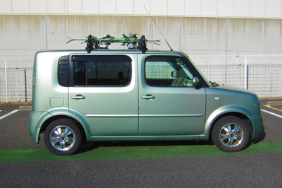 Nissan Cube right side